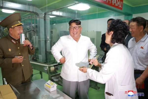 Thị sát nhà máy thực phẩm, ông Kim Jong-un chỉ đạo cải thiện dinh dưỡng cho quân nhân 1