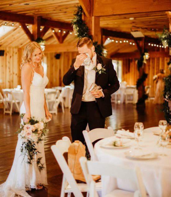 """Chú rể bàng hoàng khi cô dâu """"bị đánh tráo"""" trong lễ cưới 1"""