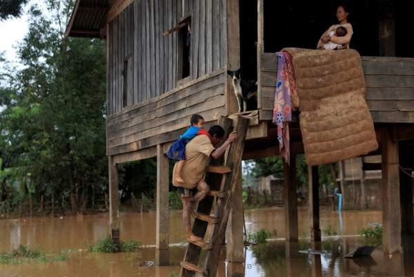 Nước rút bùn ngập, người Lào chật vật trở về nhà sau sự cố vỡ đập 9