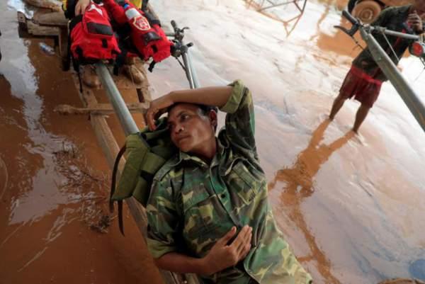 Nước rút bùn ngập, người Lào chật vật trở về nhà sau sự cố vỡ đập 14
