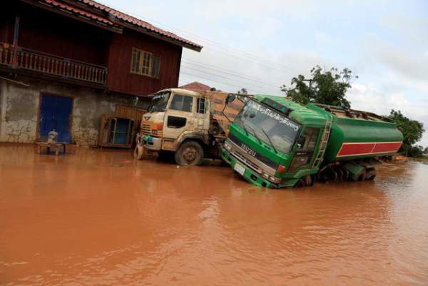 Nước rút bùn ngập, người Lào chật vật trở về nhà sau sự cố vỡ đập 13