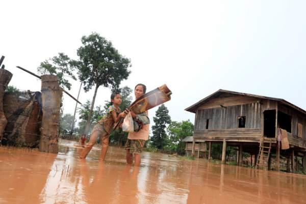 Nước rút bùn ngập, người Lào chật vật trở về nhà sau sự cố vỡ đập 6