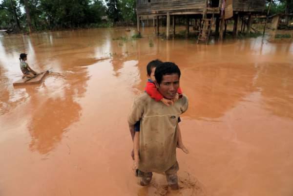 Nước rút bùn ngập, người Lào chật vật trở về nhà sau sự cố vỡ đập 8