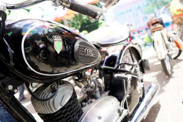 Ngắm những mẫu xe độc, lạ trong ngày hội xe cổ Sài Gòn 13
