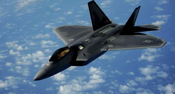 """Đọ sức mạnh """"Rồng dũng mãnh"""" J-20 và """"Chim ăn thịt"""" F-22 2"""