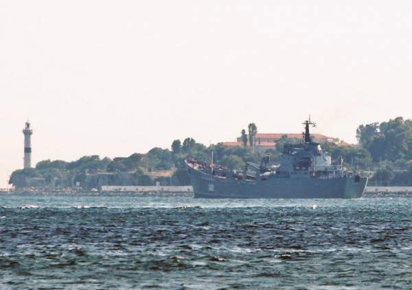 Tàu Nga chở vũ khí hướng về Syria 2