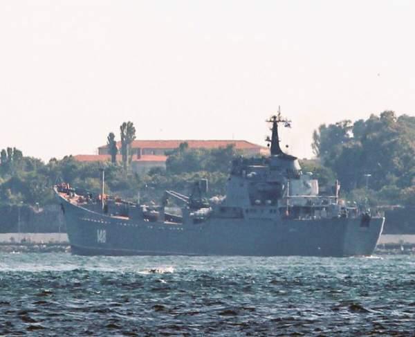 Tàu Nga chở vũ khí hướng về Syria 1