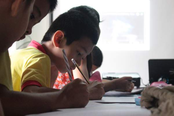 Lớp học tiếng Anh miễn phí của kỹ sư suýt bỏ học vì bệnh tật 3