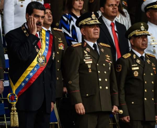 Quân đội Venezuela thề trung thành sau vụ Tổng thống bị ám sát hụt 1