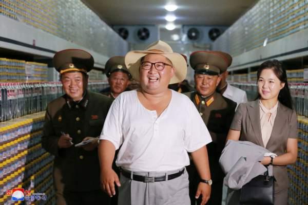 Phong cách thời trang hiếm thấy của ông Kim Jong-un 7