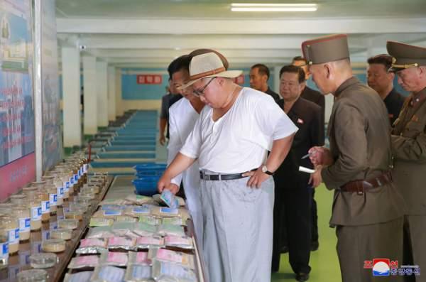 Phong cách thời trang hiếm thấy của ông Kim Jong-un 5