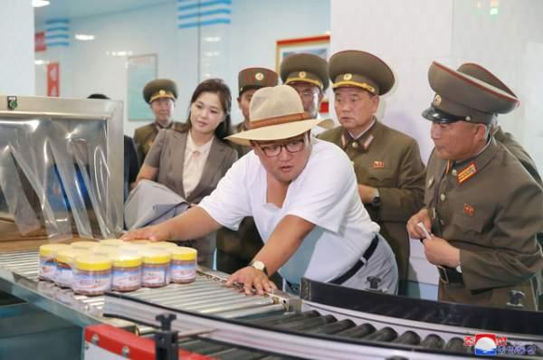 Phong cách thời trang hiếm thấy của ông Kim Jong-un 2