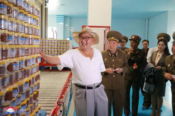 Phong cách thời trang hiếm thấy của ông Kim Jong-un 4