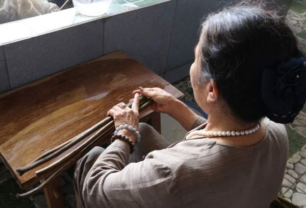 Người phụ nữ dệt lụa từ tơ sen đầu tiên ở Hà Nội 2