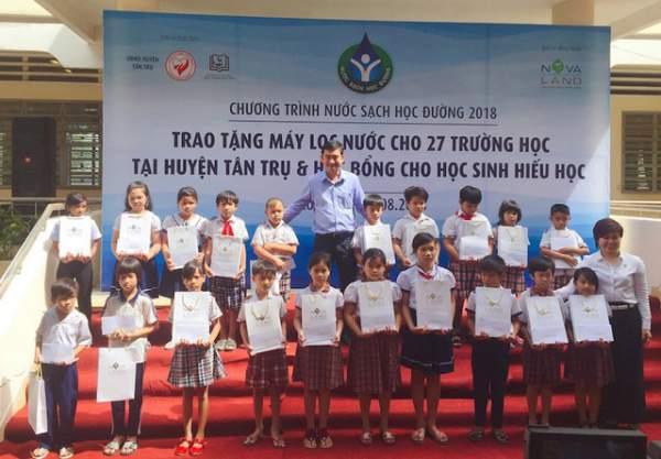 Trang bị hàng trăm máy lọc nước mới cho 27 trường học ở Long An 2