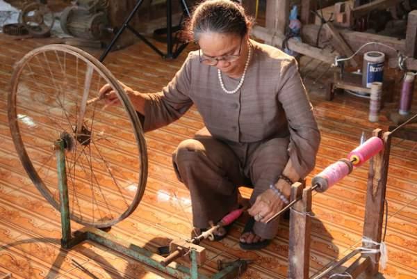 Người phụ nữ dệt lụa từ tơ sen đầu tiên ở Hà Nội 9