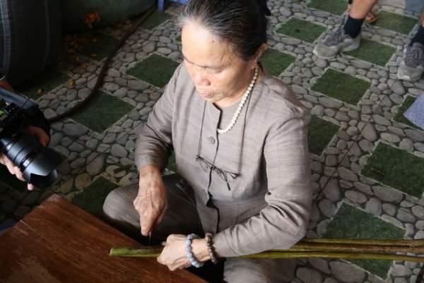 Người phụ nữ dệt lụa từ tơ sen đầu tiên ở Hà Nội 3