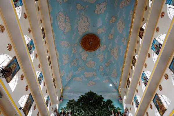 Ngôi chùa có chánh điện cao nhất Việt Nam đẹp như tranh ở Sài Gòn 12