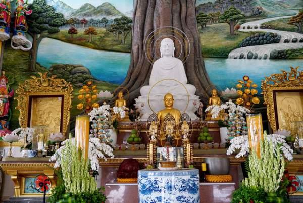 Ngôi chùa có chánh điện cao nhất Việt Nam đẹp như tranh ở Sài Gòn 8