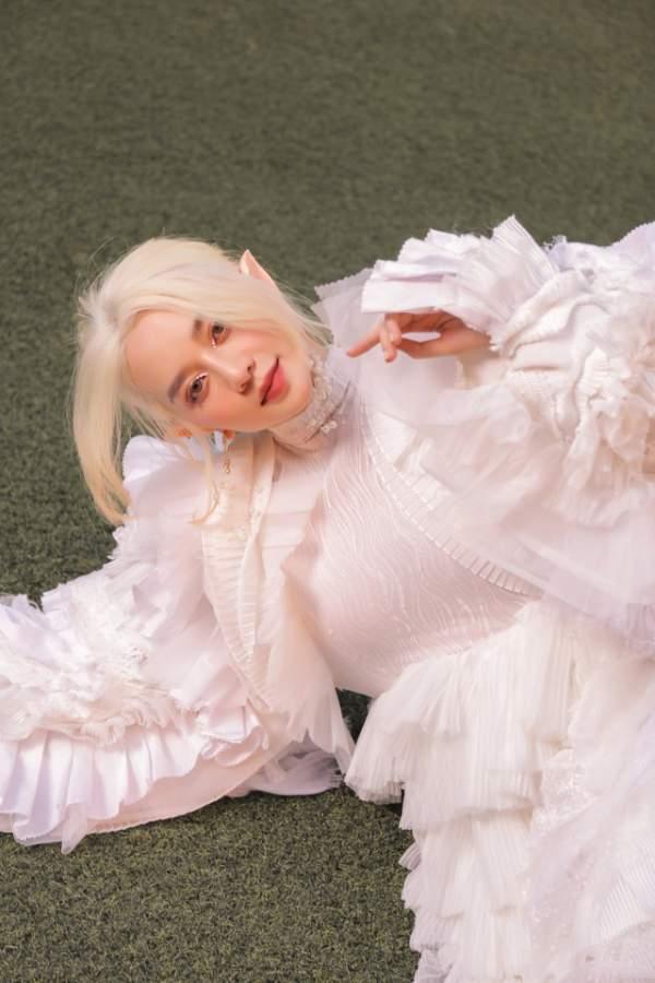 Thiều Bảo Trang gây bất ngờ với hình ảnh nàng tiên tộc tóc trắng 3