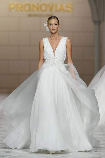 Các mẫu váy nổi bật Tuần thời trang cưới Xuân Hè 2015 8