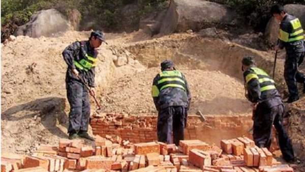 Kỳ lạ hàng chục nghìn ngôi mộ cho người sống ở Trung Quốc
