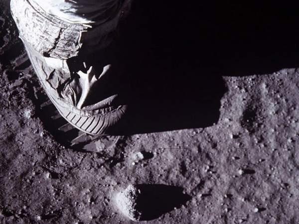 Do lỗi của phi hành gia Apollo khiến nhiệt độ Mặt trăng tăng lên trong 40 năm qua 2